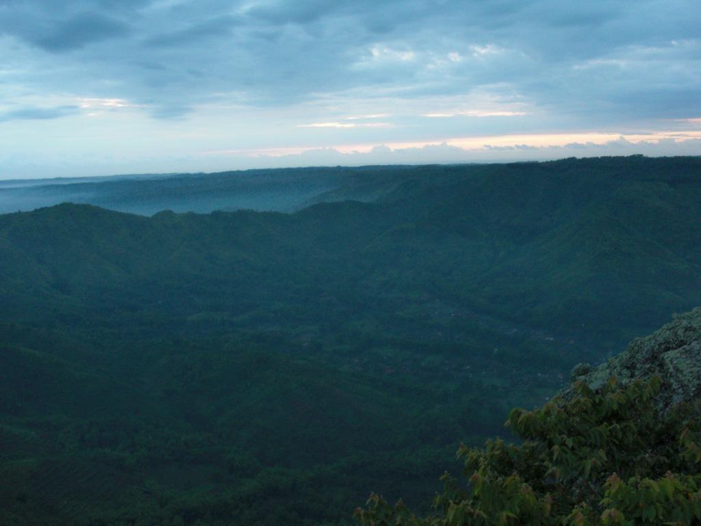 Pegunungan sekitar budeg