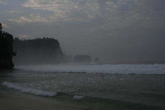 Menjelang malam di Pantai sanggar